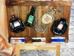 Quadro madeira de demoli��o fusing garrafas de bebida