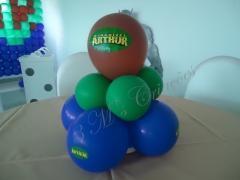 Centro de mesa com balões festa do hulk