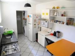 Cozinha espaçosa e totalmente equipada.