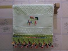 Toalha de lavabo com croche colorido