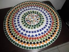prato giratório para mesa feito com técnica de mosaico.