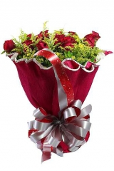 Buquê com 12 rosas vermelhas em embalagem especial