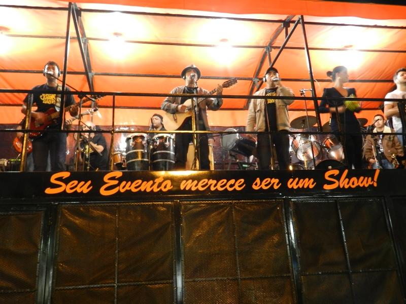 Sows ao vivo com TRIO ELÉTRICO TERREMOTO, contrate já: 11-2086-9595