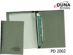 Porta documentos pd 2002 - personalizado em baixo relevo ou silk screen, meia lua com quatro divisórias em pvc, confeccionado em couro legítimo, couro sintético ou couro ecológico (recouro).