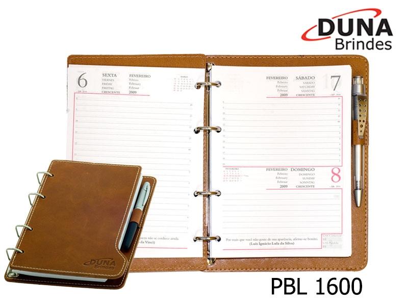 Porta Bloco PBL 1600 - Personalizado com seu logotipo em baixo relevo,  Porta Blocos com ferragem quatro argolas, confeccionado em Couro Legítimo, Couro Sintético ou Couro Ecológico (Recouro). Acompanha bloco para anotações medindo 15 x 20 cm, com 150 folhas (Caneta não inclusa).