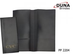 Porta passaporte pp 2204 - personalizado com seu logotipo em baixo relevo ou silk screen, em couro legítimo, couro sintético ou couro ecológico (recouro), com porta cartões e aba para vouchers.