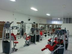 Salão principal - área de musculação, condicionamento físico e treino aeróbio