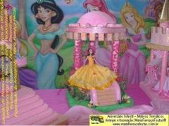 Tema as princesas - o grande sonho de todas as meninas, é um dia comemorar o seu aniversário com a decoração temática das princesas disney. sempre tem uma das princesas que é a sua favorita. pensando nisso, a maria-fumaça-festas resolveu lançar a decoração onde estão todas as princesas juntas em um mesmo cenário decorativo. trata-se de peças inéditas, onde a criatividade da equipe que desenvolve os temas, mais uma vez se desponta, principalmente nos detalhes de cada uma das peças decorativas. vale a pena conferir e reservar rapidamente o