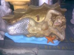Sereia em artesanato de gesso