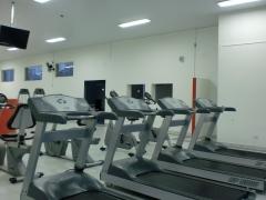 Área de treino aeróbio - esteiras, bicicletas e eliptico
