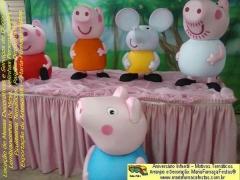 Tema Peppa Pig - Maria-Fumaça-Festas - Taguatinga-DF. Peppa Pig é uma animação britânica criada por Neville Astley e Mark Baker, distribuído pela E1 Kids.  É a história de Peppa Pig, uma porquinha cor-de-rosa, que vive com seu irmão George Pig, seus pais Papai Pig e Mamãe Pig. As aventuras vividas por essa família e seus amiguinhos são muito animadas e divertidas. As peças temáticas desenvolvidas pelo time de criatividade da MariaFumaçaFestas tem detalhes inéditos, para decorar a festa de aniversário infantil da garotada. Venha conferir e saber porque os nossos temas infantis são diferenciados. Não deixe a locação para a última hora, para evitar surpresas. Saiba mais sobre os temas e serviços da Maria Fumaça Festas em www.mariafumacafestas.com.br, www.temasinfantis.com.br, www.multidicas.com.br Se preferir, contate pelos fones (61)35636663 / (61)84062422