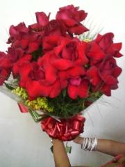 Impactante buque de rosas colombianas vermelhas