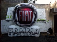 Logotipo fiat famma com 3m de altura - balÕes promo infláveis promocionais