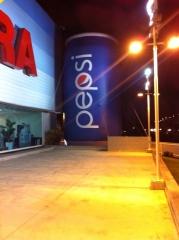 Lata pepsi instalada no hipermercado guanabara av das am�ricas - rj 10m de altura - bal�es promo infl�veis promocionais