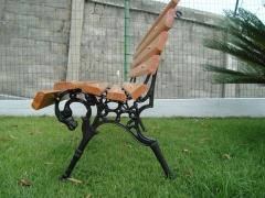 Banco de madeira e ferro