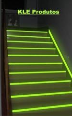 Fita fotoluminescente para escada