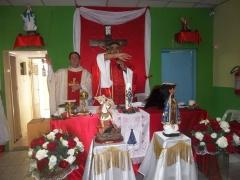 Padre miguel arcanjo no altar