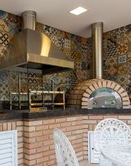 Churrasqueira com coifa, churrasqueiras com coifa em inox, churrasqueira com coifa em chapa pintada, churrasqueira high tech, churrasqueira moderna, churrasqueira clean, churrasqueira de revista, churrasqueira de apartamento, churrasqueira de predio, churrasqueira para varanda, varanda gourmet, churrasqueira de alvenaria bella telha 11-4555-5444 - www.bellatelha.com.br, churrasqueira em são paulo, churrasqueira sp, churrasqueira melhor preço, preço churrasqueira, churrasqueira menor preço, churrasqueira no abc, loja de churrasqueira, barbecues, churrasco, melhor churrasco é feito por churrasqueira bem produzida; sendo assim, procure sempre empresas especializadas.. a bella telha está a mais de duas decadas, desde 1992 vendendo qualidade pelo melhor preço. traga seu orçamento, cobrimos sua oferta e ainda te oferecemos a certeza do melhor produto e satisfação garantida.este projeto das arquitetas adriana braggion e maíra pinheiro tem forno de pizza e churrasqueira high tech, sendo churrasqueira com coifa em inox e forno de pizza com tubulação em inox, termometro, dumper, tubulação com revestimento termico e forno igloo com isolamento termico e manta metalica