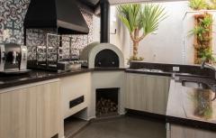 Churrasqueira de alvenaria, modelos de churrasqueira, areas de churrasco decoradas, churrasqueira moderna, churrasqueira com coifa, forninho a lenha, forno de pizza, bella telha. projeto da arquiteta luciana bicheri