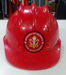 Capacete vermelho com adesivo brigada de incêndio para brigadistas
