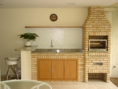 Churrasqueira, churrasqueira com forno de pizza, churrasqueira com coifa, churrasqueira para predio, pergolado de madeira, churrasqueira, churrasqueira de alvenaria, churrasqueira de tijolinho, churrasqueira de tijolo aparente, churrasqueira forno e fogão a lenha. na bella telha 11-4555-5444 vc tb encontra lareira, lareira ecologica, lareira sem fumaça, lareira a etanol, lareira a alcool, lareira a gas, lareira com cristais, painel borbulhador, painel de bolhas, painel de bolhas em sp, aquecedor solar, telhado, piscina, banheira, ofuro e muito mais. qualidade por preço justo. bella telha a 23 anos a seu lado.