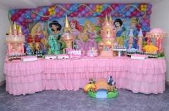 Tema as princesas da maria fumaça festas. sua festa infantil decorada com peças exclusivas e diferenciadas. confira mais detalhes em nosso portal (www.mariafumacafestas.com.br).