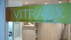Entrada interna da clínica vitraux