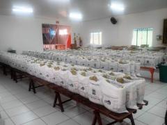 Preparação de cestas básicas.