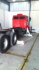 Alinhamento a laser do chassi do caminhão truck mercedez benz
