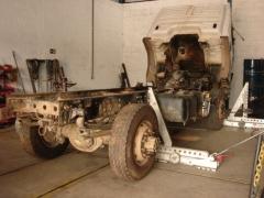 Endireitamento e alinhamento chassi caminhão vw.