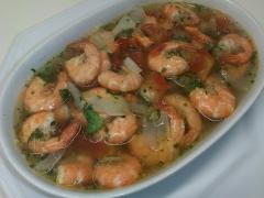 Camarão afogado. camarões cozidos com temperos frescos. o caldo é usado para fazer um delicioso molho de pimenta!