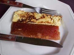 Doce de jaca de corte e queijo frito. a sobremesa do acarajé da serra!