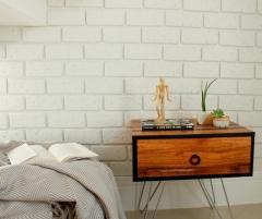 Aprenda fazer uma parede de tijolinhos usando isopor. Procure por DIY no blog e aproveite!