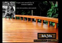 Deck de madeira são charmosos e valorizam o ambiente. ligue 11 4555-5444 www.bellatelha.com.br whats 11 94031-0807 contato@bellatelha.com.br .. siga a gente no instagran @bellatelha e fique por dentro das novidades e de olha nos projetos com deck, pergolado, telhado, brises, gazebos, saunas, ofuros e também churrasqueira, forno a lenha, piscina, lareiras, banheiras e muito mais