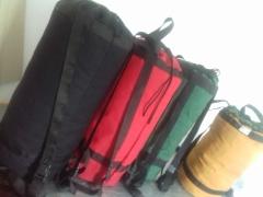 Bolsas para cordas e equipamentos, fabricadas em lona medidas  60 x 25  com alça tipo mochila e 2 alças laterais