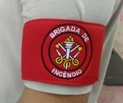 Braçadeira brigada de incêndio bordada em cores para identificação de brigadistas