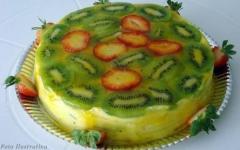 Torta de kiwi com morango