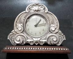 Relógiode mesa em prata