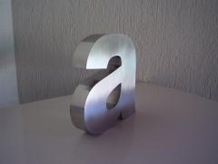 Somos os pioneiros em letras de aço, tanto que a concorrência usa até nossa imagem para confundir!!