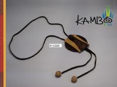 Colar 121   couro marrom, madeira, pedra olho de boi e cipó