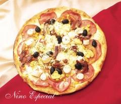 Pizza nino especial (lombo, champignon, bacon, palmito, tomate, milho e azeitona)
