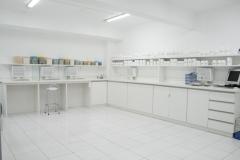 Amplo e moderno laboratório de sólidos