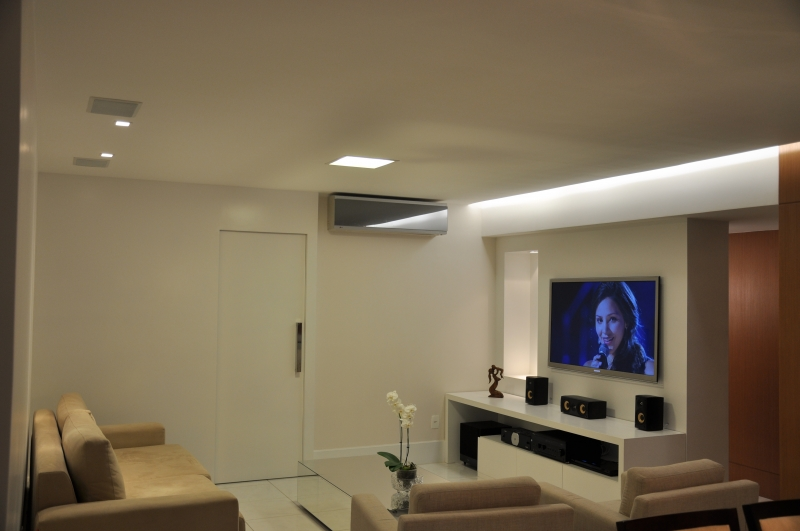 Home Theater com caixas PSB Speakers