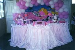 Tema infantil com 3 mesas decoradas