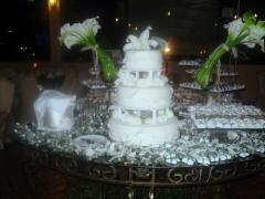 Mesa de bolo com copo de leite