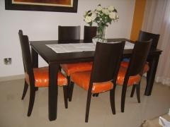 Conj. de mesa em mdf laquiado com 6 cadeiras estofadas