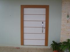 porta pivotante em compenssado e mdf branco e noce amendoa